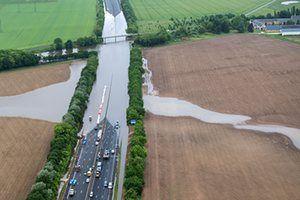 น้ำท่วมจากแม่น้ำ Loire จะเชื่อมต่อกับทางหลวง A10 ใกล้Orléans